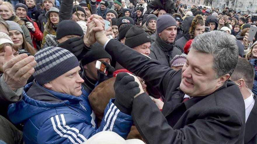 Poroshenko promete el retorno de Crimea al redil ucraniano