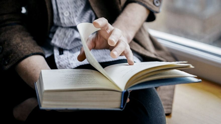 No es lo mismo soñar que escribir. Del sueño nos olvidamos, la escritura fija, retiene.