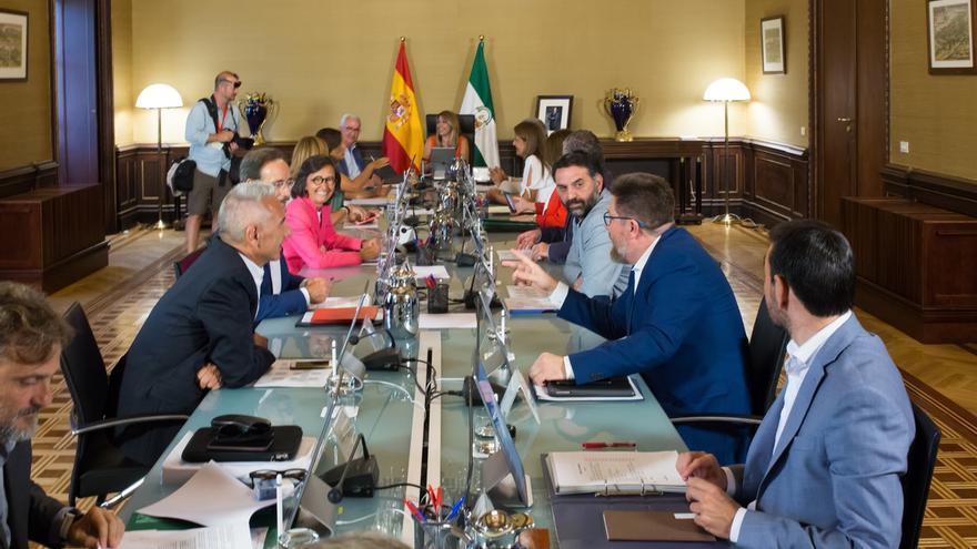 """La Junta reivindica su """"trabajo en el día a día"""" frente al """"nerviosismo electoral"""" de la oposición con el adelanto"""