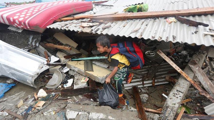 La lluvia dificulta la búsqueda de supervivientes del tsunami en Indonesia