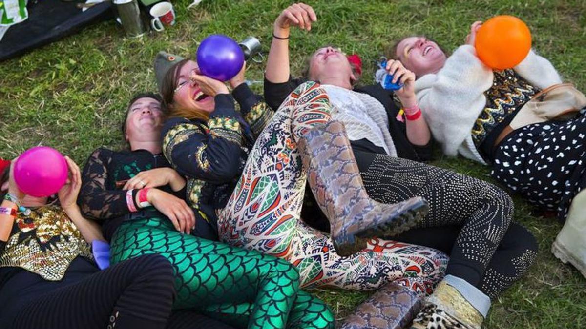 El uso del gas de la risa entre adolescentes y jóvenes preocupa en Europa.