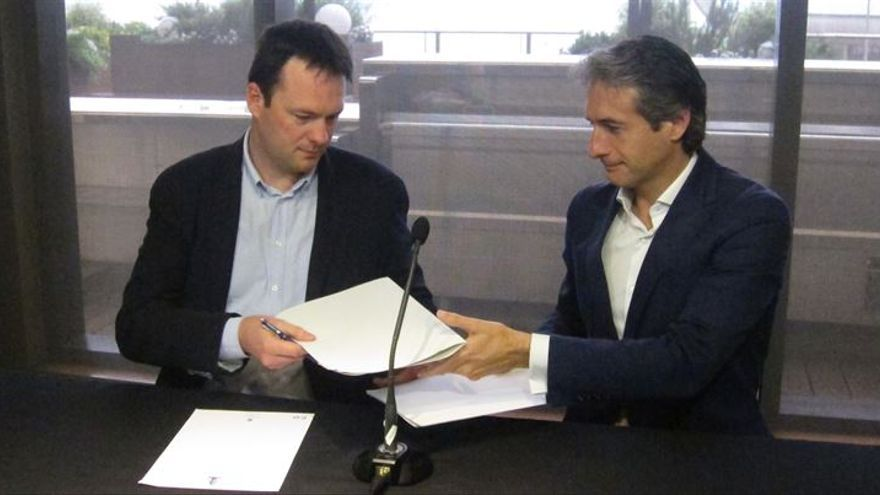 PP y Ciudadanos en la firma del compromiso de regeneración democrática