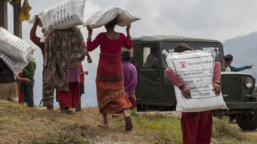 Reparto de ayuda humanitaria. Tom Van Cakenberghe/Save the Children