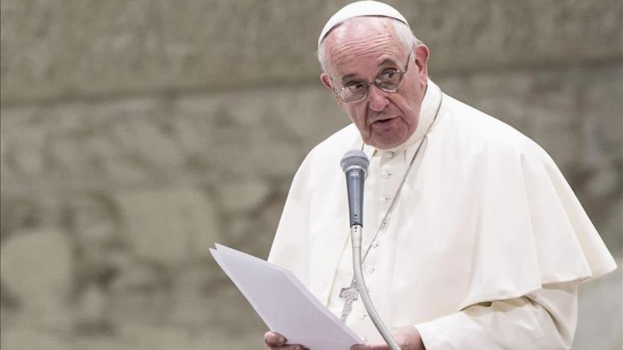"""El papa Francisco introduce el """"proceso breve"""" y """"gratuito"""" para la nulidad matrimonial"""