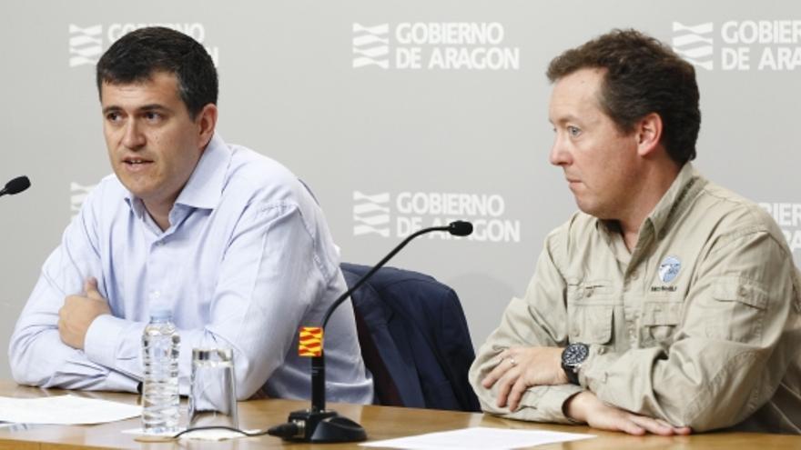 El director general de Ordenación del Territorio, Joaquín Palacín, y el delegado de SEO-Birdlife en Aragón, Luis Tirado.