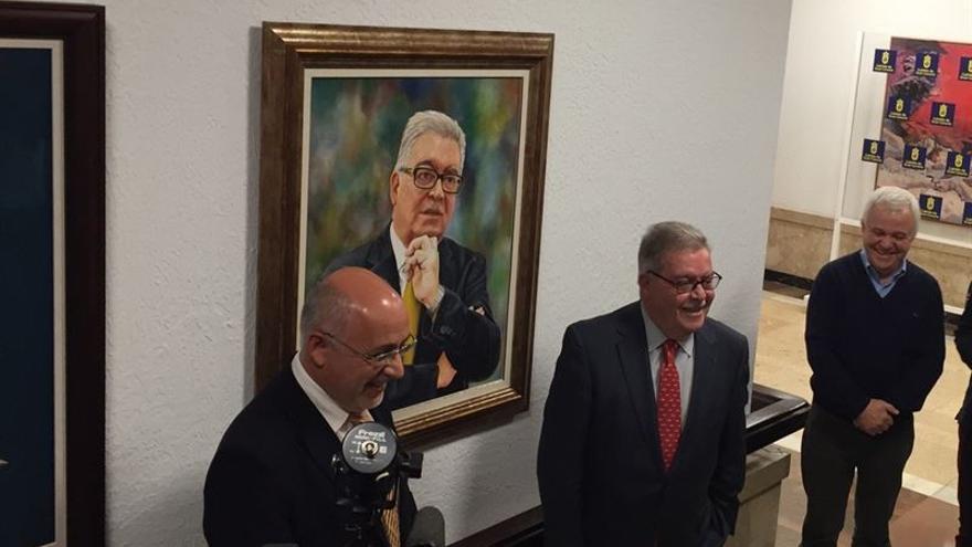 El Cabildo de Gran Canaria cuelga el retrato de Bravo de Laguna en la Casa Palacio