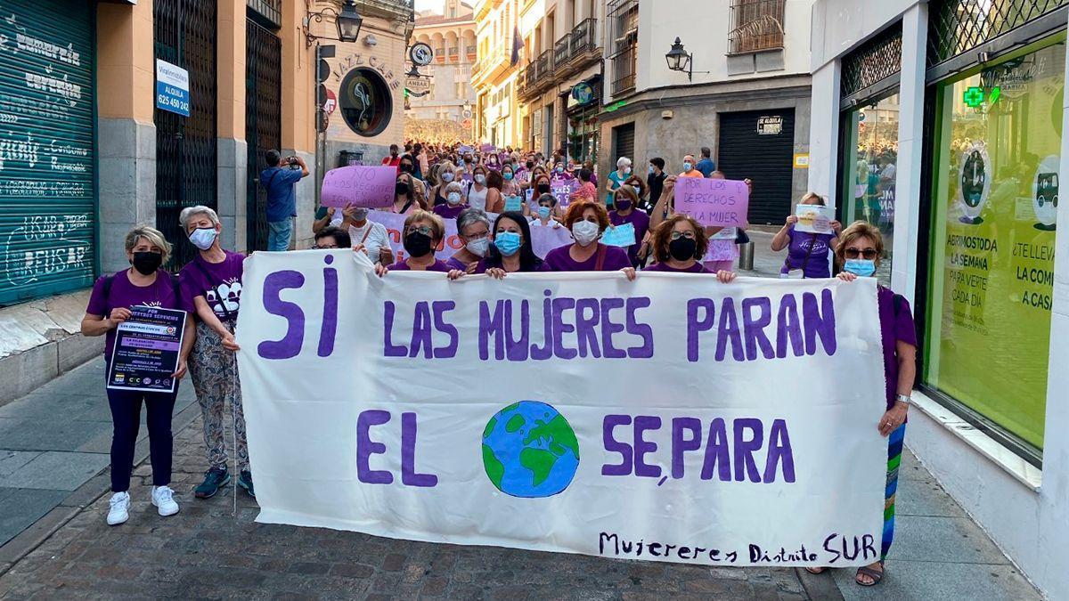 Protesta de colectivos de mujeres por las políticas de Igualdad del Ayuntamiento.