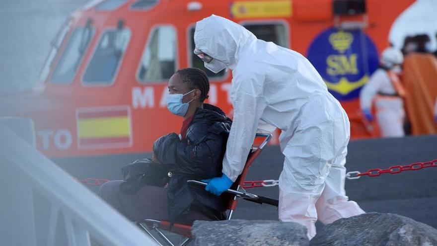 Salvamento rescata dos pateras con 90 personas y busca una tercera a 150 kilómetros de Gran Canaria