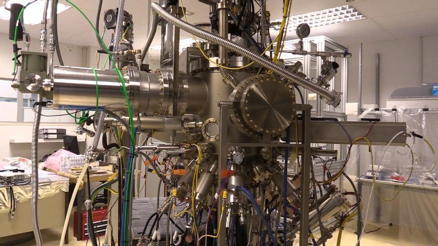 Una de las máquinas del laboratorio del Instituto de Energía Solar de la Universidad Politécnica de Madrid, utilizada para probar las reacciones atómicas de dos elementos a muy alta temperatura.