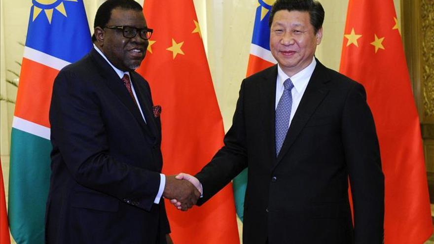 El ex primer ministro Hage Geingob presidirá Namibia al lograr el 86 por ciento de los votos
