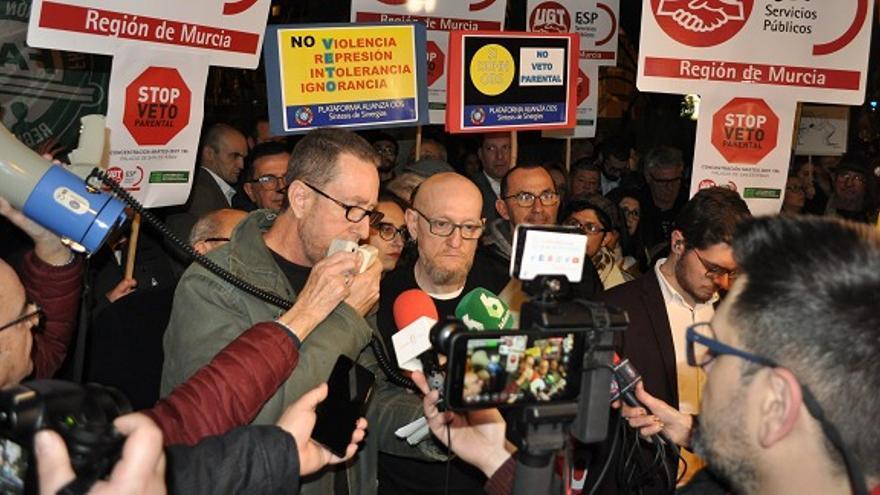 Manifestación en contra del veto parental frente al Gobierno de Murcia / Miguel Ángel Santiago