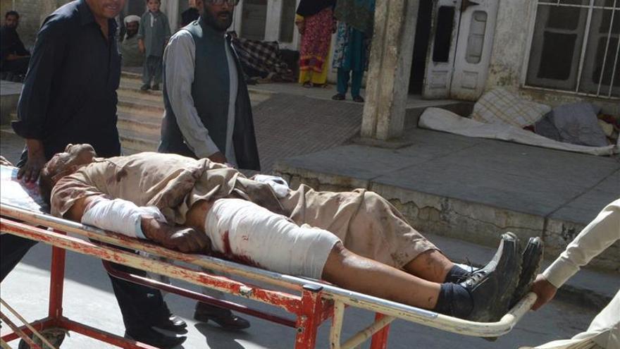 Al menos cuatro muertos y 11 heridos en un atentado contra un tren en Pakistán