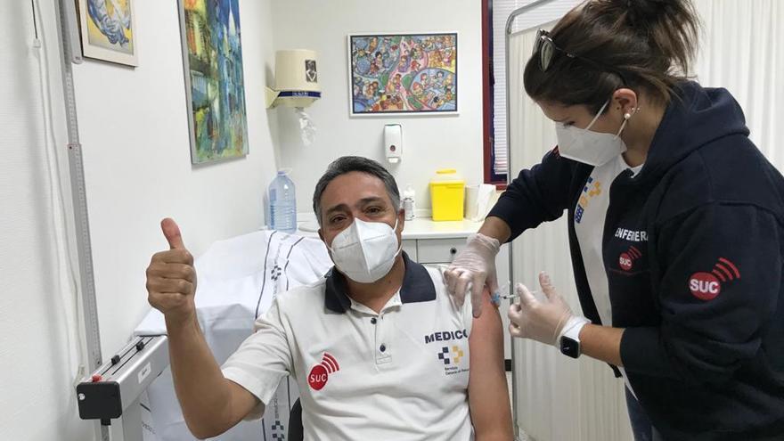 Sanidad vacuna contra el COVID-19 a todos los trabajadores del 1-1-2 y del transporte sanitario urgente y no urgente