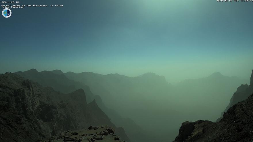 Calima este martes en las cumbres de La Palma. Imagen captada de la webcam de Sky Live TV del IAC en el Roque de Los Muchachos (Garafía).