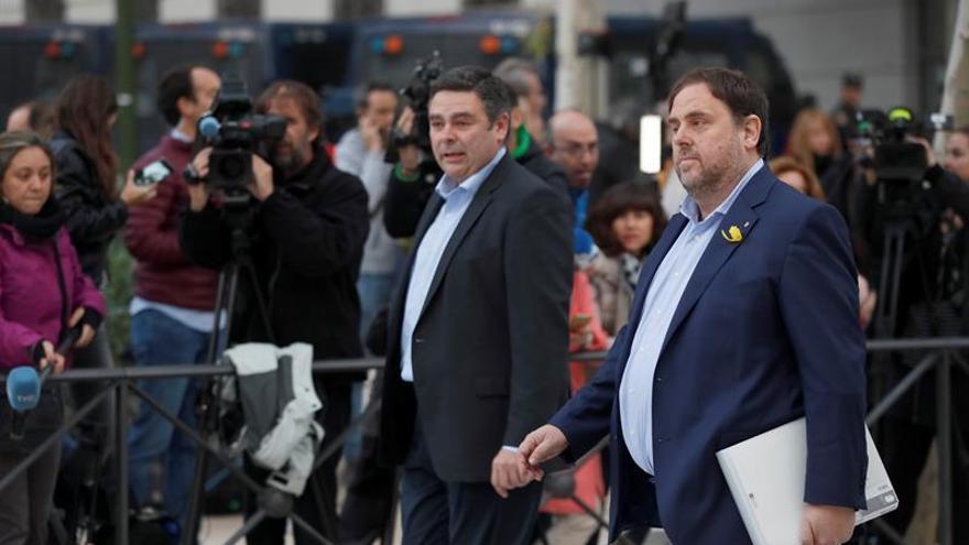El vicepresidente cesado de la Generalitat de Catalunya, Oriol Junqueras, a su llegada a la sede de la Audiencia Nacional donde está citado a declarar como imputado por delitos de rebelión, sedición y malversación.