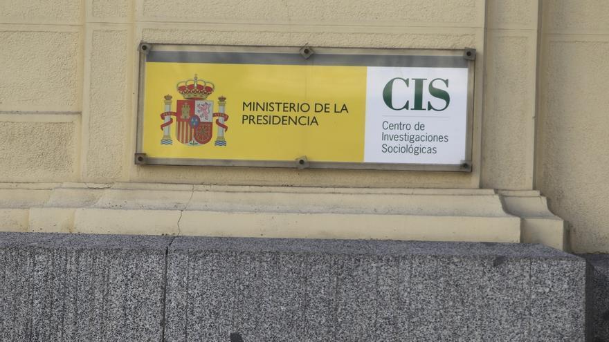 El CIS publicará mañana su primera encuesta con intención de voto tras la convocatoria de las elecciones