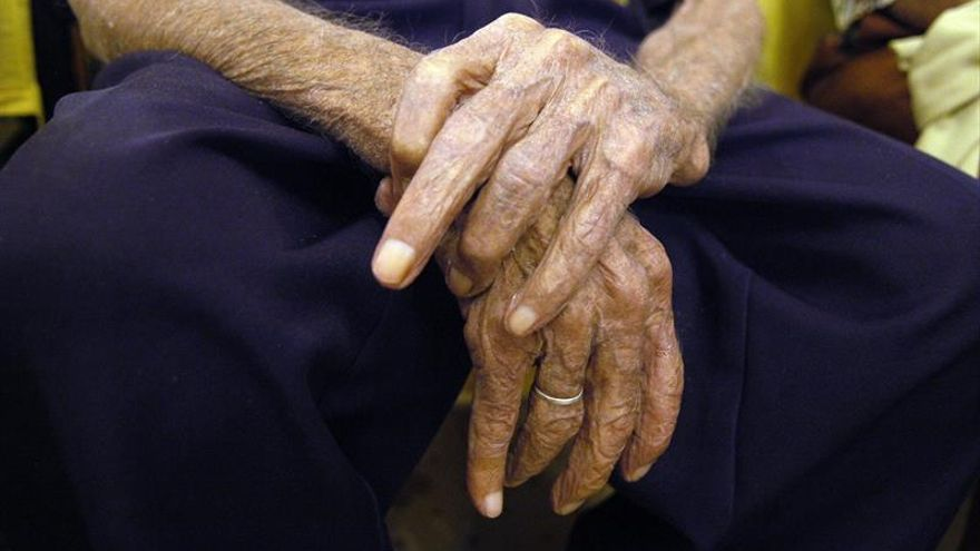 España baja puestos en cuidados paliativos en la UE por la falta de especialidad