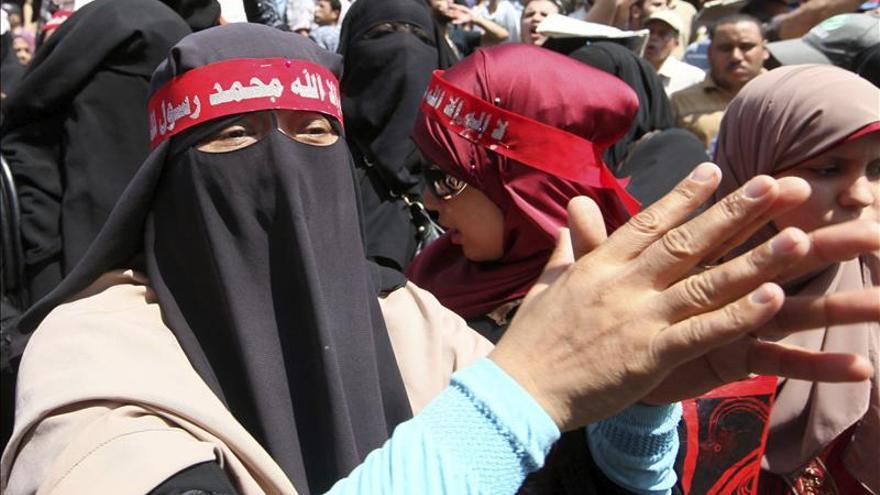 Islamistas egipcios se manifiestan en el primer viernes sin toque de queda