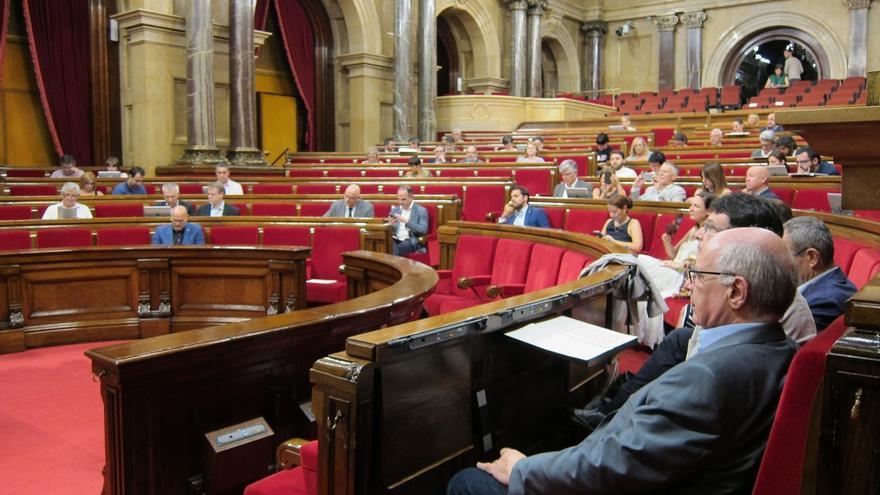 """El Parlament rechaza una moción que le pedía """"compromiso"""" con el Estado de Derecho"""