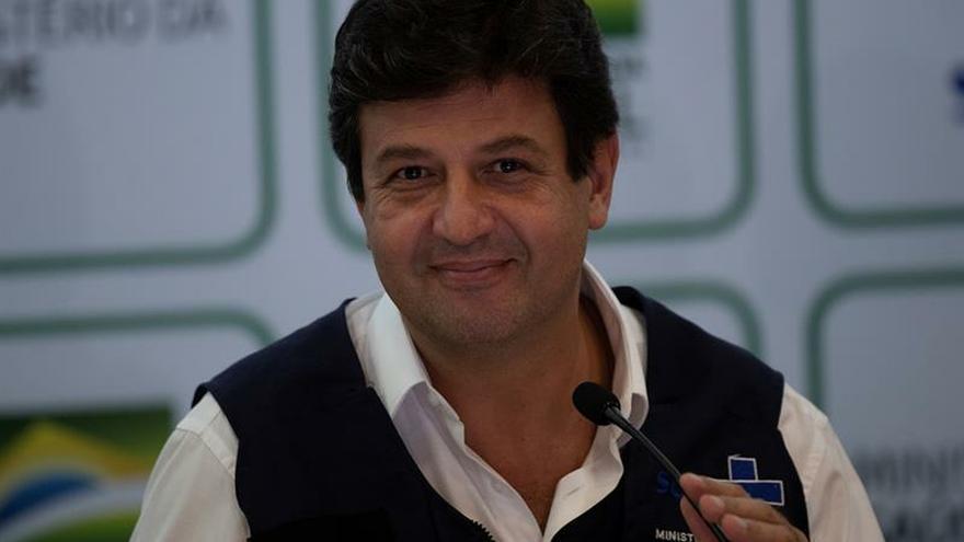 Ministro se queda y sigue la lucha contra COVID-19 tras polémicas con Bolsonaro