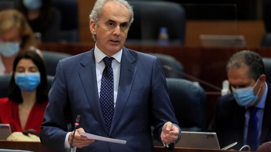 El consejero de Sanidad, Enrique Ruiz Escudero durante el pleno de la Asamblea de Madrid este jueves.