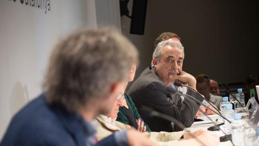 La mesa del Col·legi de Periodistes durante la presentación del libro