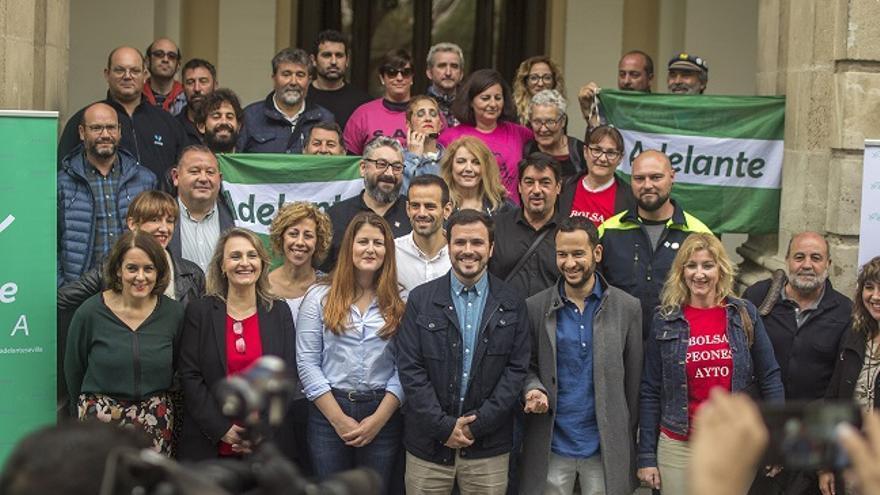 La candidatura de Adelante Sevilla, este miércoles con el lider de IU, Alberto Garzón