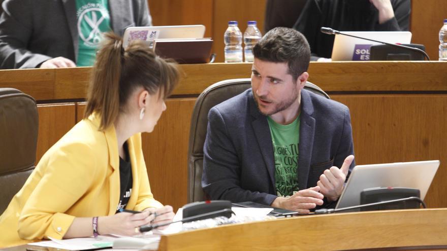 Maru Díaz y Nacho Escartín (Podemos Aragón) durante un Pleno de la legislatura pasada