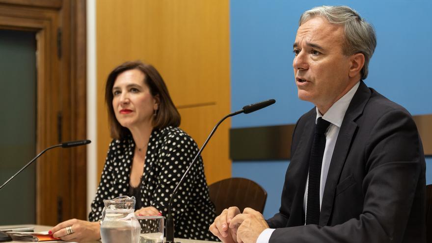 El alcalde de Zaragoza, Jorge Azcón (PP) y la vicealcaldesa, Sara Fernández (Ciudadanos)