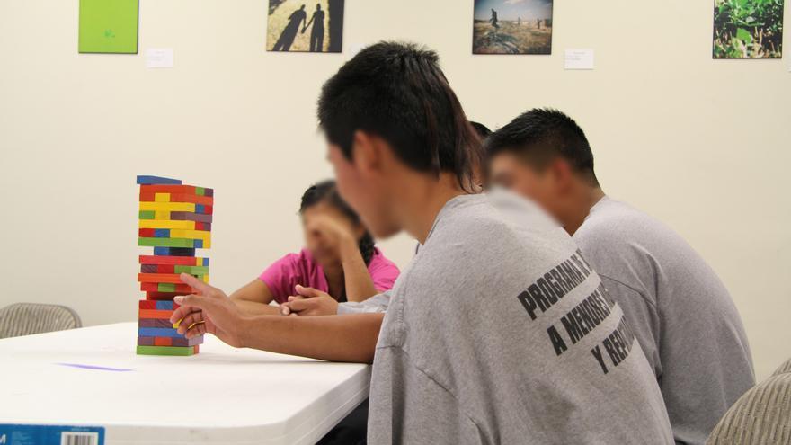 Un grupo de jóvenes alojados en el albergue del Programa de Menores Repatriados del centro de Desarrollo Integral de la Familia de Ciudad Juárez/ Javier Molina