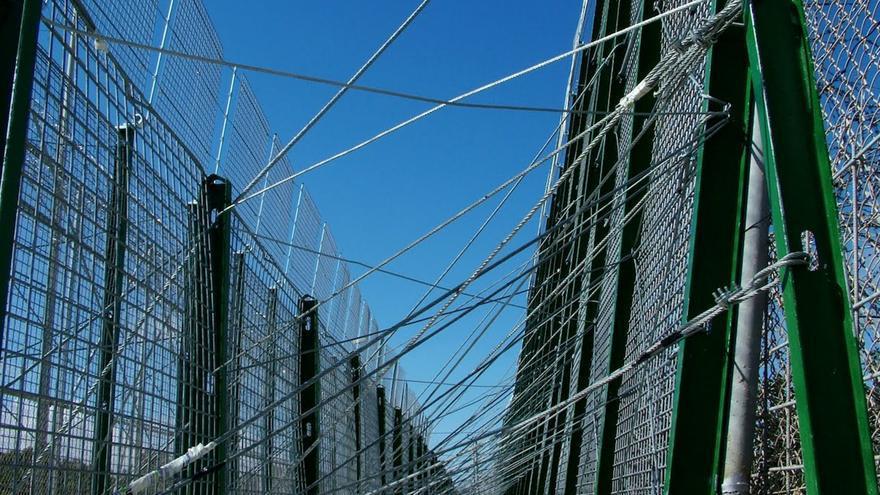 Vista de la sirga tridimensional de la valla de Melilla, conocida como la 'tercera valla'. / J.Blasco de Avellaneda