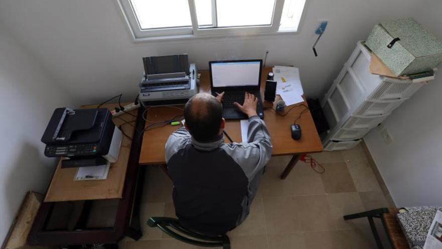 El riesgo de abuso de Internet por el Covid-19 crece entre quienes viven solos.