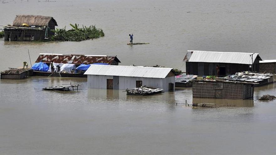 Más de 1,2 millones afectados y 32 muertos por inundaciones en noreste indio