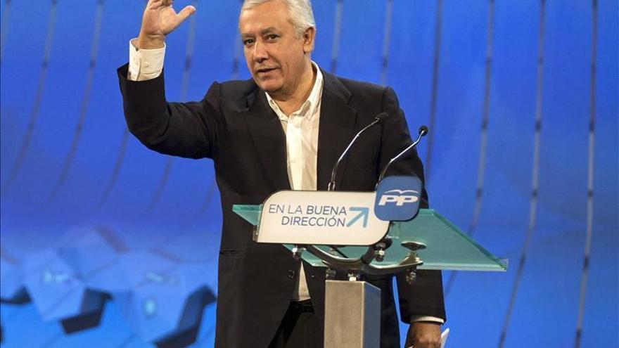 """Arenas elogia la """"ambiciosa"""" reforma local en reunión con Montoro y alcaldes"""