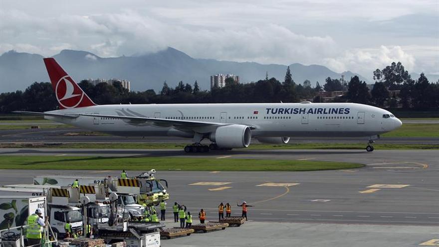 Un avión turco aterriza de emergencia en Belgrado por un móvil sospechoso