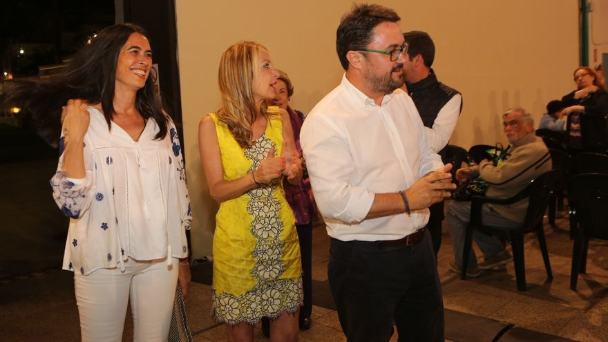 De izquierda a derecha: La diputada electa del PP, María del Carmen Hernández Bento; la secretaria general popular, María Australia Navarro; y el presidente del PP en Canarias, Asier Antona.
