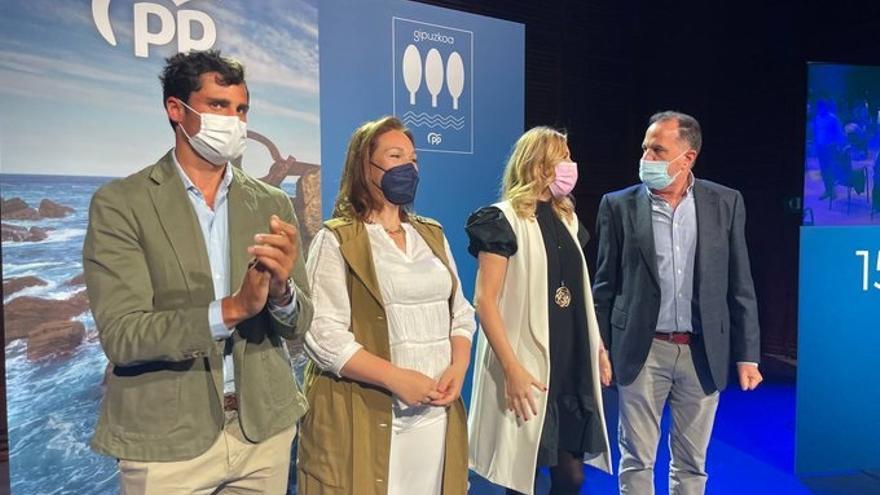 Los dirigentes del PP Mikel Lezama, Muriel Larrea, Ana Beltrán y Carlos Iturgaiz