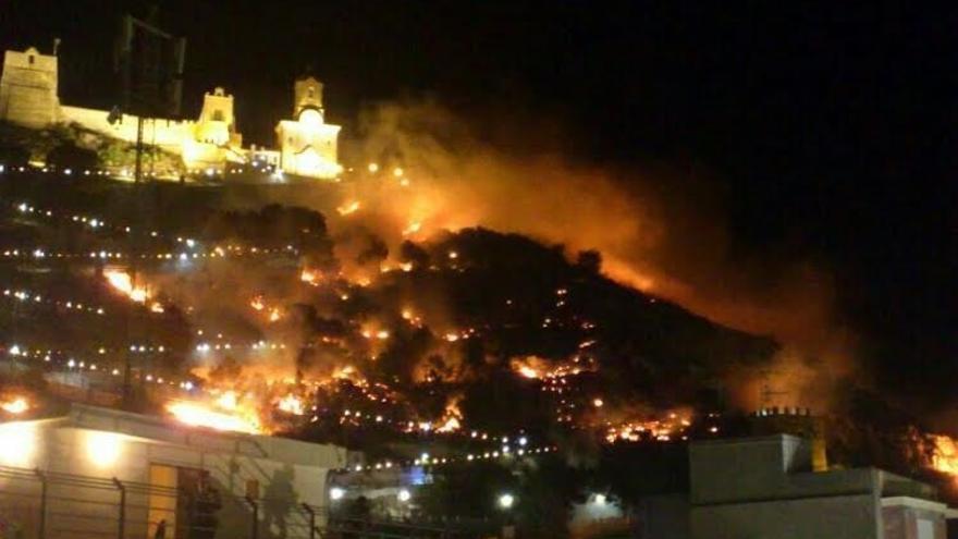 Gobierno valenciano esperará a que termine la investigación para depurar responsabilidades por el incendio de Cullera