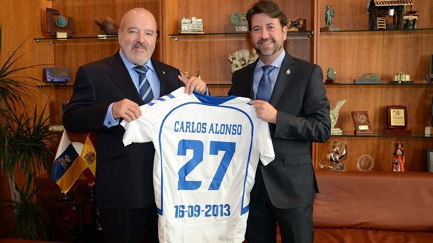 Miguel Concepción, presidente del CD Tenerife, y el titular del Cabildo insular, Carlos Alonso