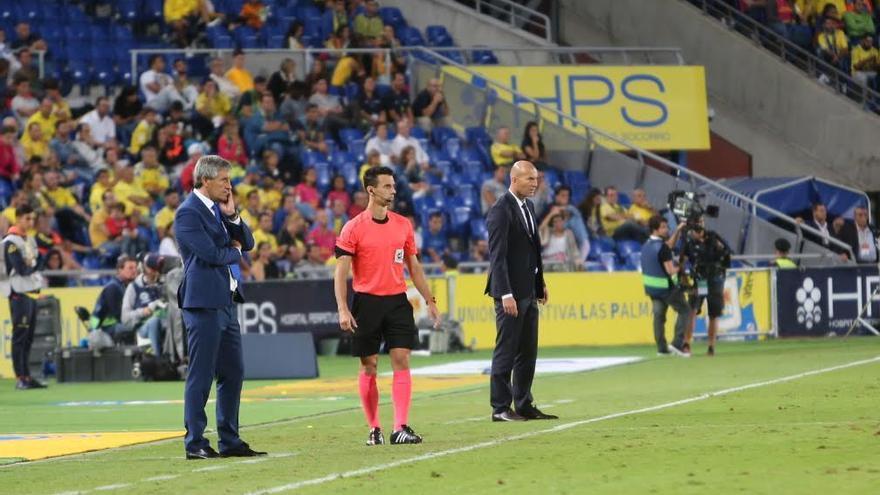 Quique Setién y Zinedine Zidane. (ALEJANDRO RAMOS)