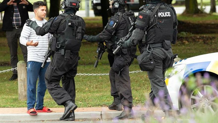 """Cuatro detenidos y """"múltiples muertos"""" tras dos tiroteos en Nueva Zelanda"""