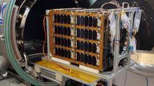 Ensayo del UPMSat-2 en la cámara de vacío térmico del Instituto IDR/UPM.