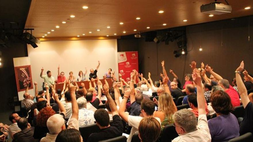 El Consell Polític de EU que aprobó  en julio de 2014 la celebración de primarias para elegir al candidato a la Generalitat.