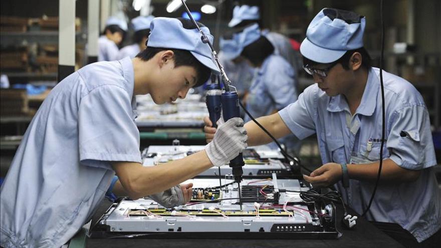 """China pierde fuelle como """"la fábrica del mundo"""""""