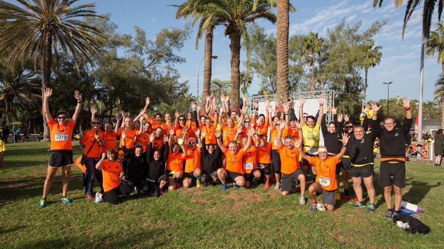 Los participantes del programa de entrenamientos de la Consejería de Deportes del Cabildo de Gran Canaria junto con el  Colegio de Licenciados de Educación Física de Canarias