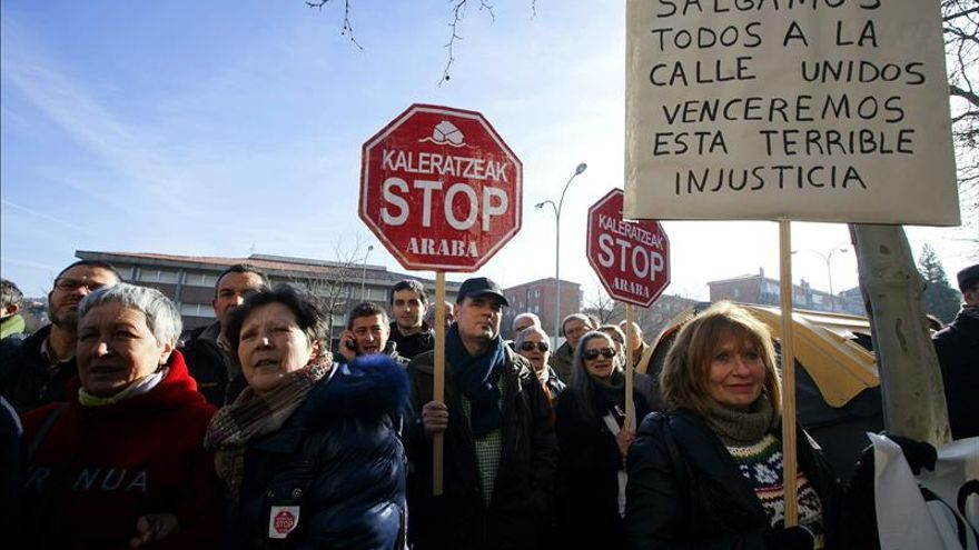Stop Desahucios levantan la acampada ante una sucursal de Bankia tras 75 días