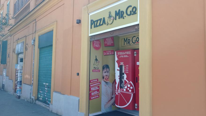 Roma abre su primera máquina expendedora que cocina pizzas en el momento