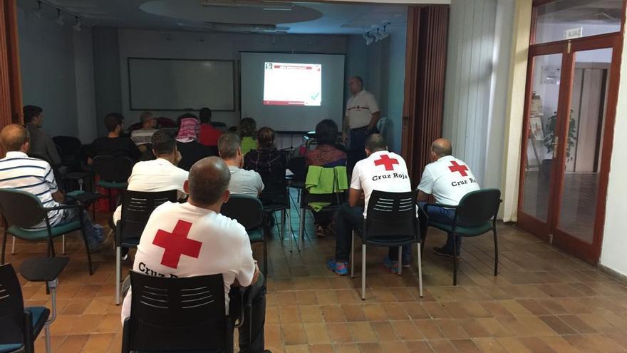 Curso  sobre primeros auxilios en la naturaleza dirigido especialmente a senderistas.