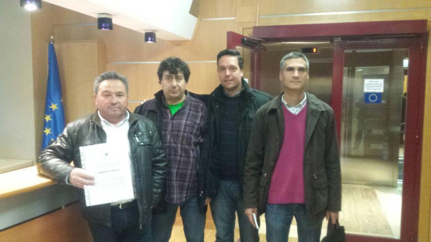 Miembros de la Plataforma de Agricultura Ecológica en la sede de la Comisión Europea en Madrid