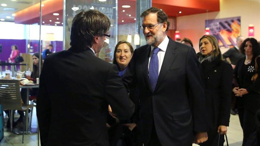 Mariano Rajoy se reunirá con Carles Puigdemont el 20 de abril en Moncloa